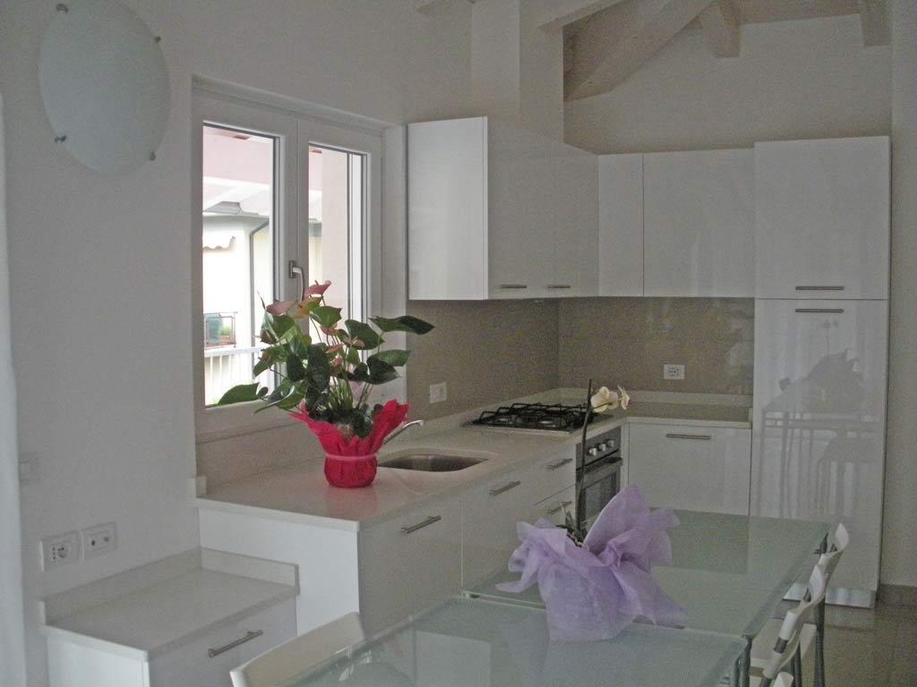 appartamenti - appartamenti privati ad uso turistico laly arco - Soggiorno Cucina Con Arco 2